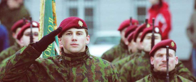 Может ли парень изменить в армии или нет?
