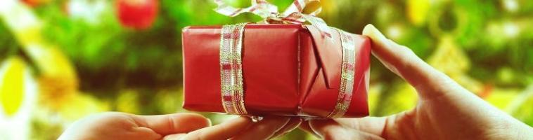 Что подарить девушке на полгода отношений: удиви свою избранницу