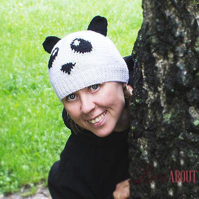 Вязаная шапка с пандой