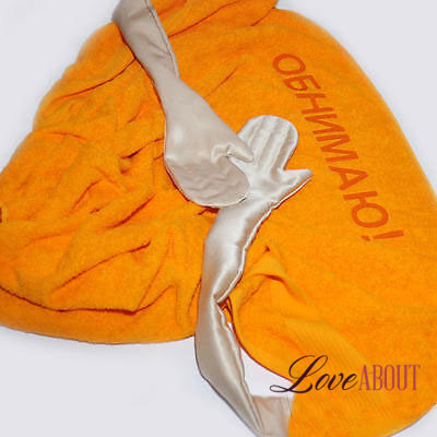 Оранжевое полотенце «ОБНИМАЮ»